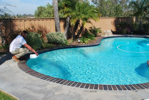 Adding-chlorine-during-pool-service-visit