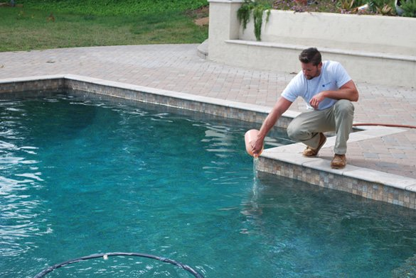 Adding-acid-during-pool-service