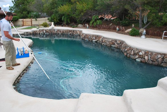 Vaccuming-the-pool-during-pool-cleaning-maintenance