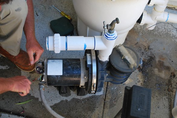 Removing-the-wiring-on--the-old-Sta-Rite-Maxi-Glass-pool-pump