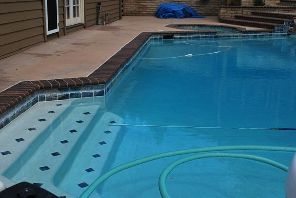 calcium on-swimming-pool-tile