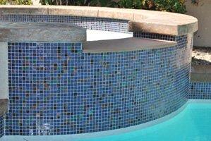 mosaic-glass-tile-on-spa-spillover