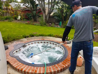 Properly cleaning hot tub surface
